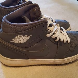 Men's Nike Air Jordan Retro 1 Mid Lifestyle Shoe